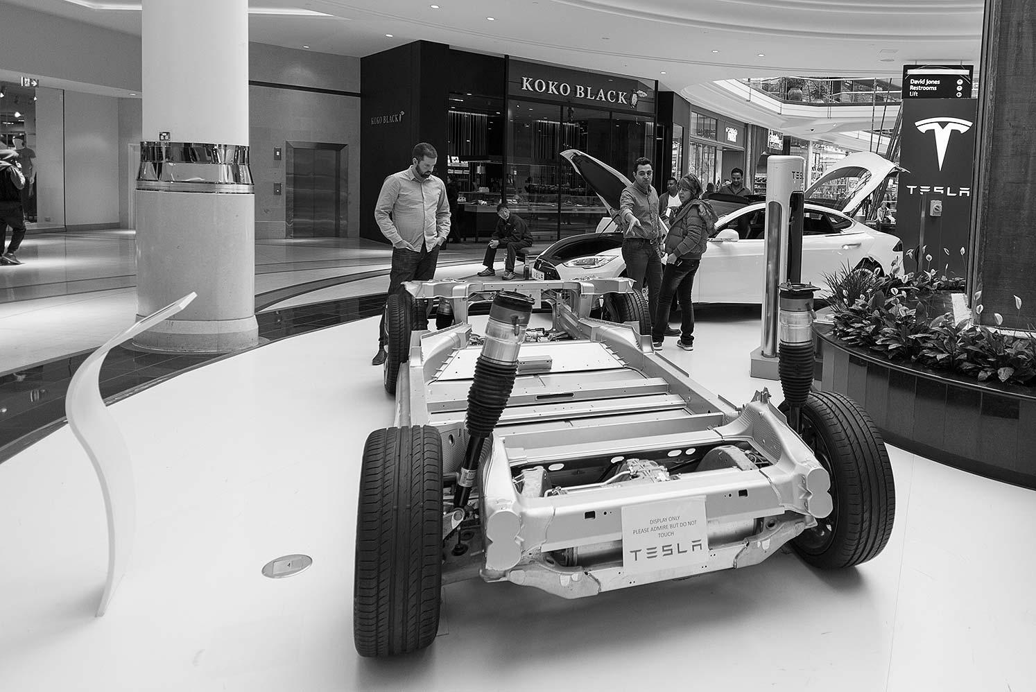 Tesla-L590
