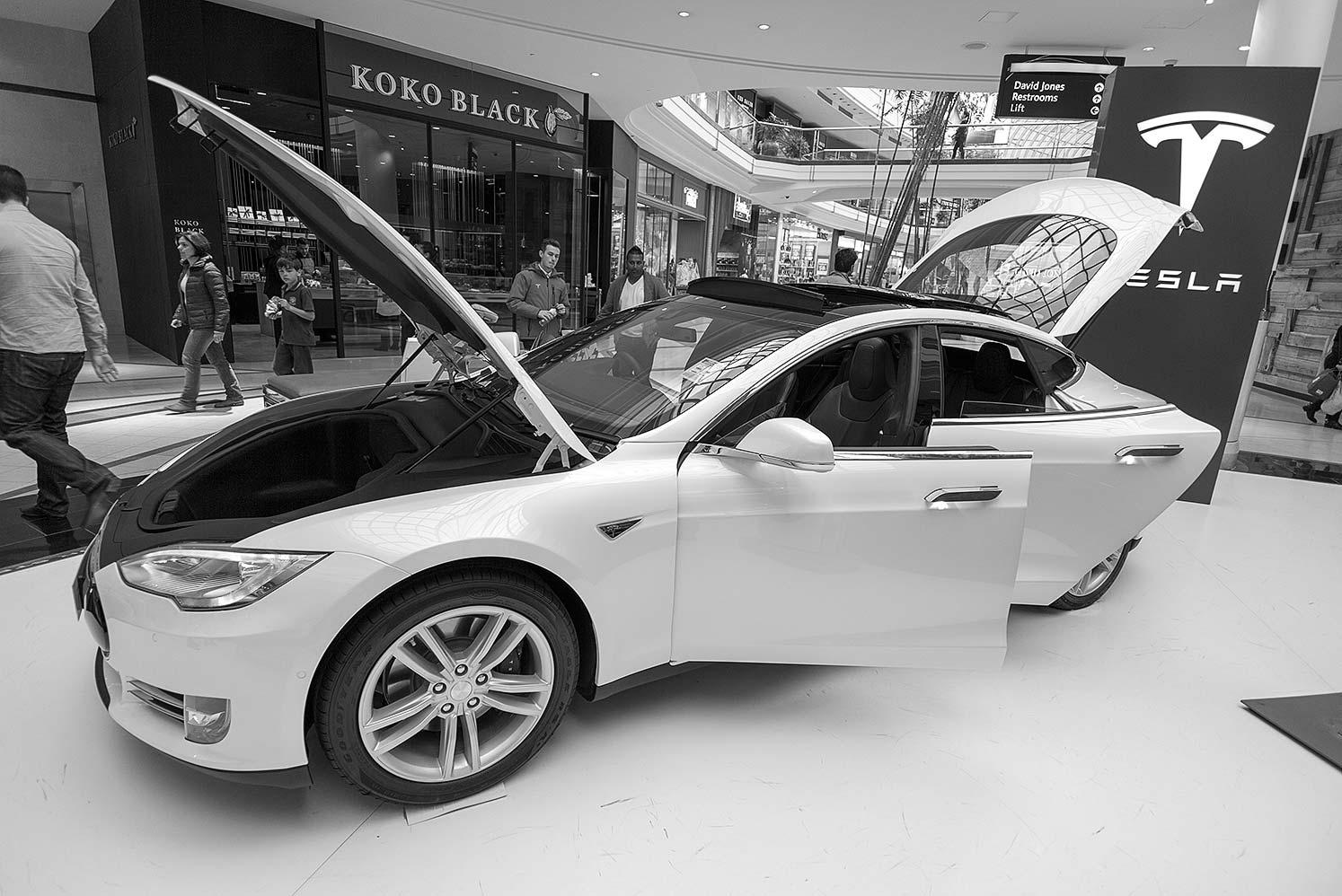 Tesla-L594