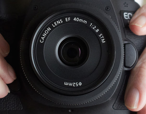Canon-40mm-lens-on-camera-608