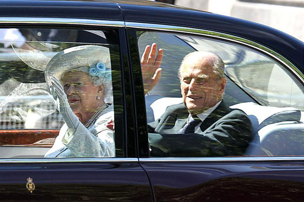 Coronation---Queen-and-Duke-arrive-608