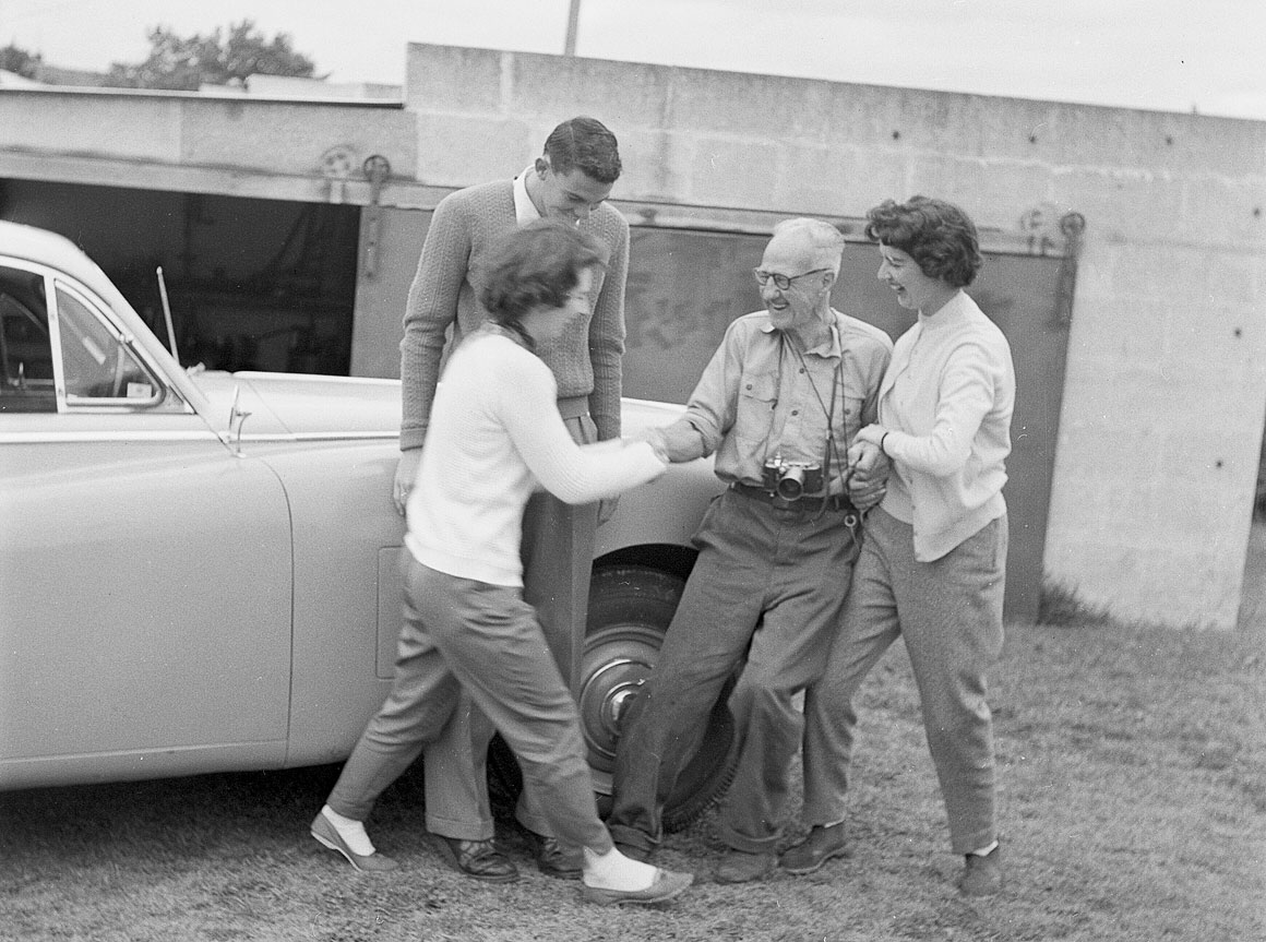 Dad-and-others-with-car