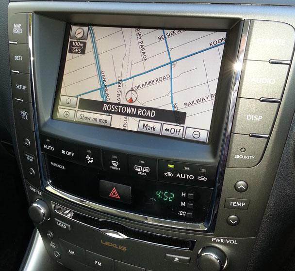 Lexus-dash-centre-608