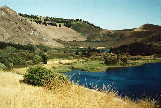 Mt-Gambier-and-Valley-Lake-by-Dad-550px