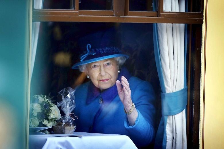 Queen on 9 Sept 2015